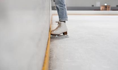 schaatsen op een binnenijsbaan